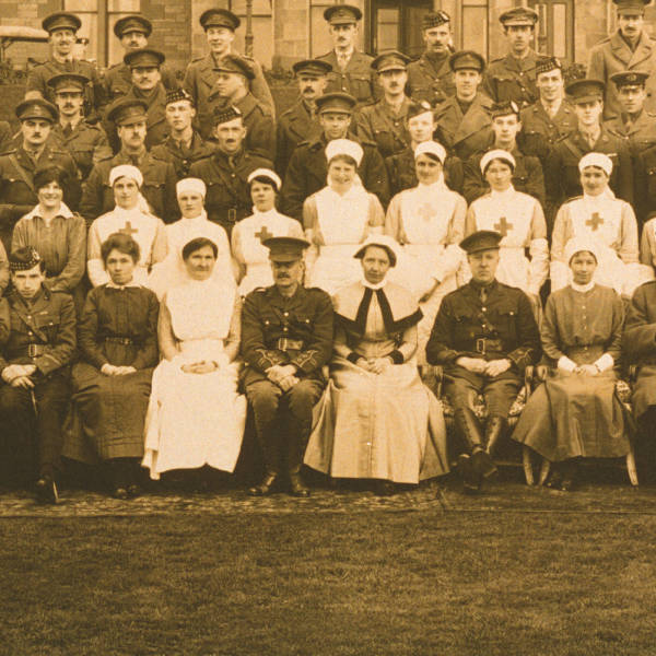 Rivers, seated front row, fourth from left, outside Craiglockhart Hospital, 1917 with staff and patients